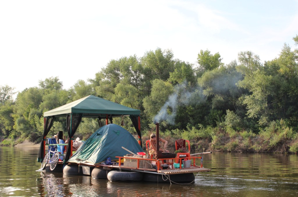 сплав на лодке по реке дон